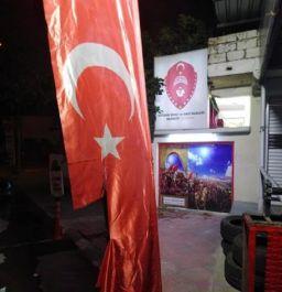 Şehit ve Gazi Derneğindeki Türk Bayrağı yırtıldı