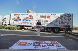Şehit ve Gazi olan Azerilerin çocukları için hediye karavanı yolladı