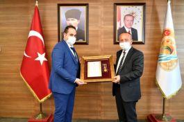 Şehit yakını ve Gaziye Devlet Övünç Madalyası verildi
