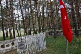 Şehit Yüzbaşı Faik Bey'in mezarlığının durumu içler acısı