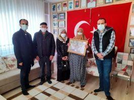 Şehitler adına Arakan'da su kuyusu açtırdılar
