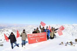 Şehitler anısına Kayranlı Dağı'nın zirvesine tırmandılar