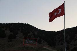 Şehitlerin anısına Çivril'de dev Türk Bayrağı dikildi(Video)