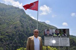 Şehitlerin hatırasına Türk Bayrağı diktiler