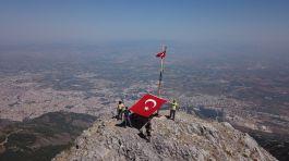 Şehitlikten Zirveye Şehit Toprağı tırmanışı gerçekleştirildi