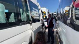 Servisçi şehit çocuklarını ücretsiz taşıyor