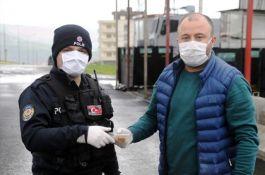 Şırnak lı iş adamı Şehit polisler için helva dağıttı