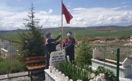 Sungurlu Jandarma Şehit Mezarlarındaki Bayrakları yeniledi
