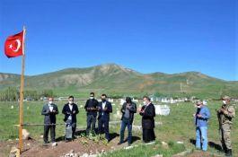 Tercan'da protokolden Şehit mezarlarına ziyaret