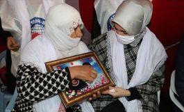 Terörist annelerine Memur Sen den destek ziyareti