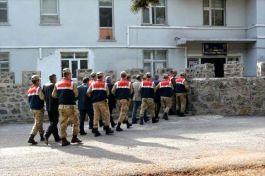 Teröristlere yardım ve yataklık eden 6 muhtar gözaltına alındı