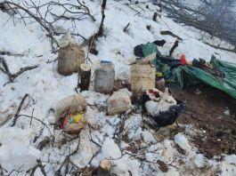 Teröristlerin toprağa gömülü yaşam malzemeleri ele geçirildi