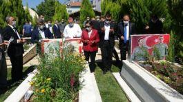 Uşak'ta Kurban Bayramı Şehitlik ziyareti