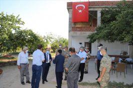 Vali Baskil'de Şehit ailesini ziyaret etti