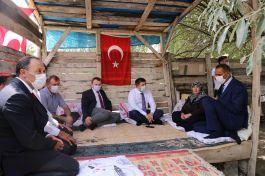 Vali Bayram Öncesi Şehit ailesini evinde ziyaret etti