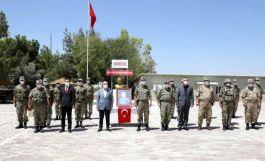 Vali Demirtaş sınırdaki Mehmetçiği ziyaret etti