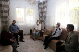 Vali Deprem Şehidinin Ailesini ziyaret etti