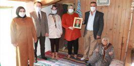 Vali eşi Şehit Ailelerini Ziyaret etti