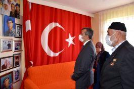 Vali Sezer Şehit Ailesini evinde ziyaret etti