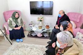 Vali kalp krizi geçiren Şehit annesini ziyaret etti