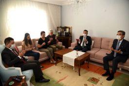 Vali Kuşadası'nda Şehit ailelerini ziyaret etti