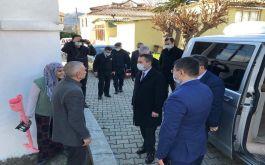 Vali Şehit ailesi ve Gaziyi  evinde ziyaret etti