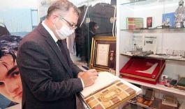Vali Şehit ailesini ziyaret edip, anı defterini imzaladı