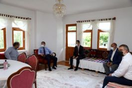 Vali Şehit Kardeşini ziyaret etti