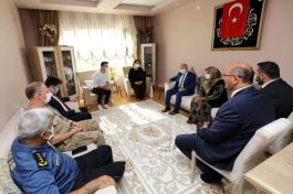Vali Varol'dan Şehit ailesine bayram ziyareti