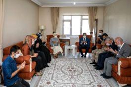 Vali ve eşi Şehit ailelerini ziyaret etti