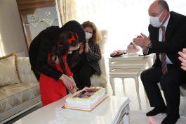 Vali ve eşi Şehit kızının doğum gününe katıldı