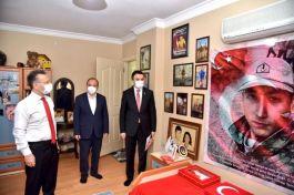 Vali'de Şehit ailesine ziyaret