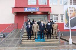 Vali'den Jandarma Komando Tabur Komutanlığını ziyaret