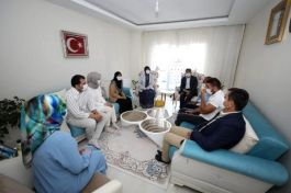 Van Valisi Şehit ailelerini ziyaret etti