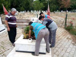 Yükümlüler Şehit mezarlarında temizlik ve bakım yaptılar